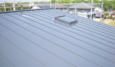 ガルバリウムやトタンなどの鋼板屋根塗装と雨漏りのプロ第一浜名